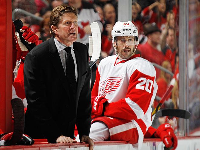 Свою пятисотую победу в качестве главного тренера клуба НХЛ одержал наставник «Детройта» Майк Бэбкок