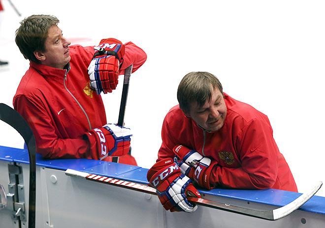 Главный тренер сборной России Олег Знарок и его момощник Хайрис Витолиньш