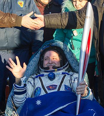 Олимпийский огонь в побывал в космосе…