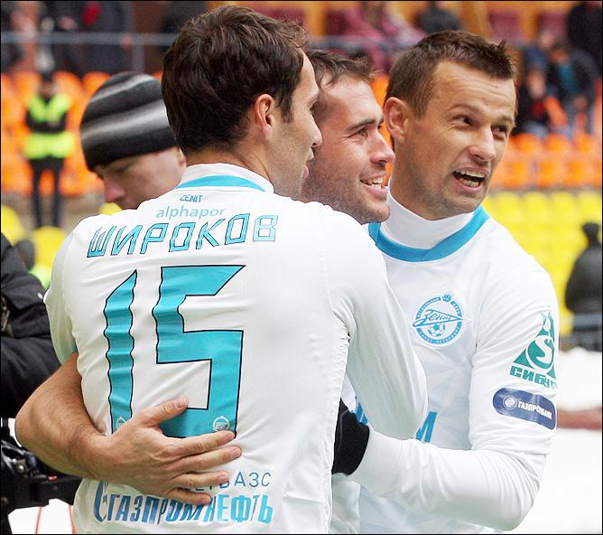 Широков, Кержаков и Семак празднуют гол в ворота ЦСКА