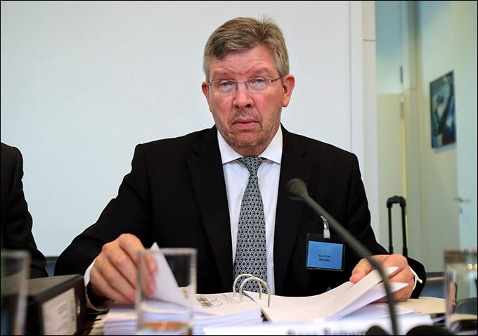 Росс Браун на слушании трибунала ФИА