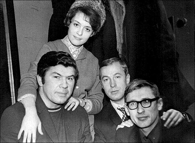 Виктор Коноваленко с женой и друзьями