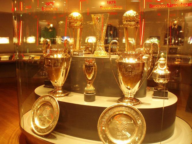 """В музее """"Аякса"""" глаза разбегаются от выигранных трофеев"""