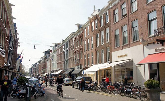 Pieter Corneliszoon Hooftstraat — главная торговая улица города