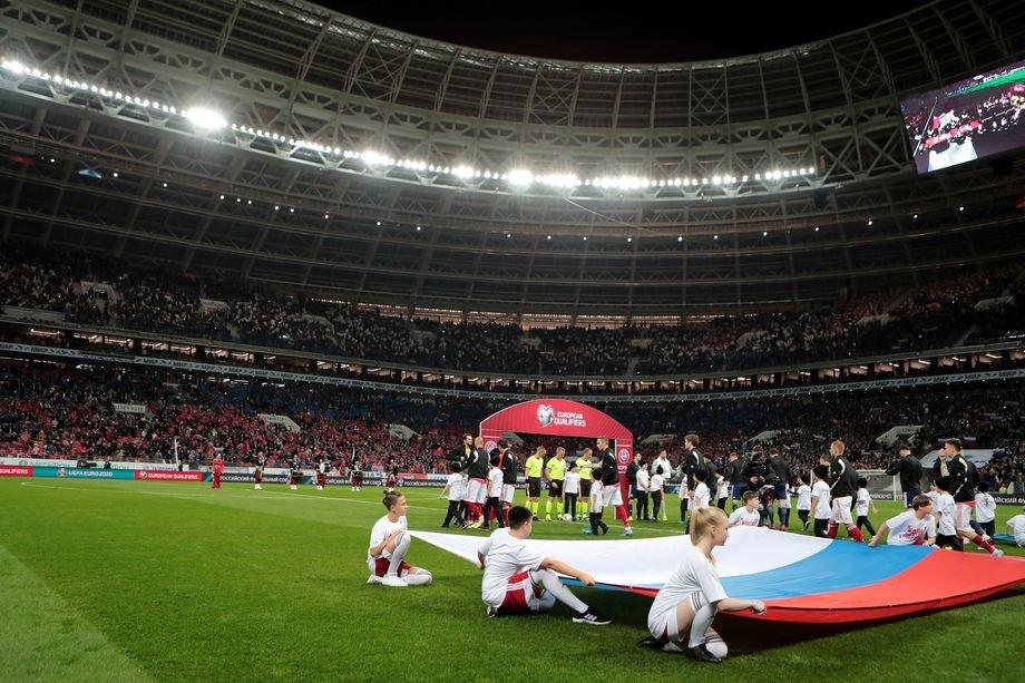 Концерт в честь Крыма и Кубок Госдумы. Почему в «Лужниках» почти не играют в футбол?