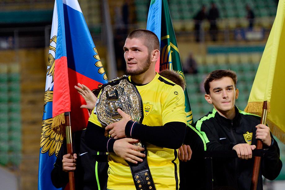 Хабиб Нурмагомедов завершил карьеру. Чем Орёл будет заниматься на пенсии