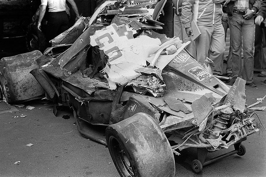 Останки «Феррари» Лауды после аварии на Гран-при Германии-1976