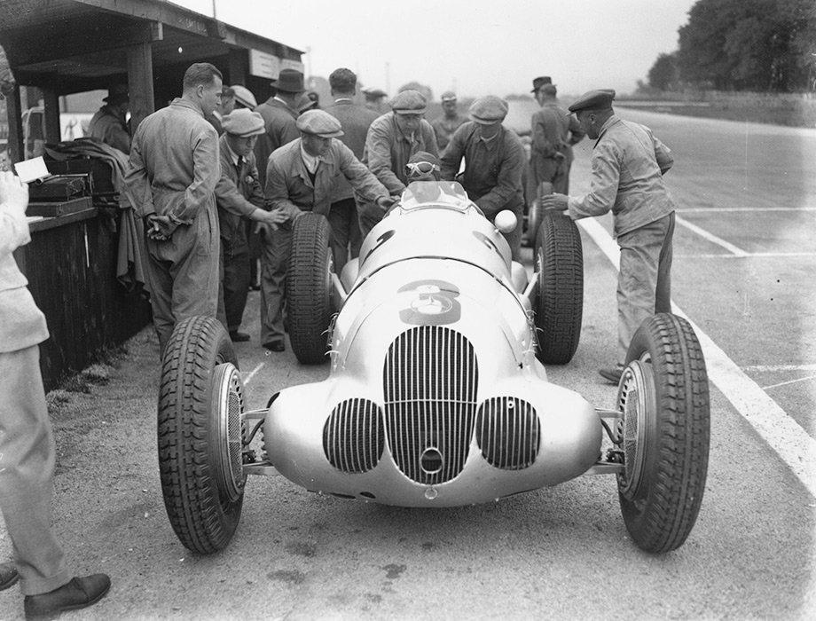 Как Вторая мировая война остановила мировой автоспорт. Но гонки успели спасти пилота-еврея