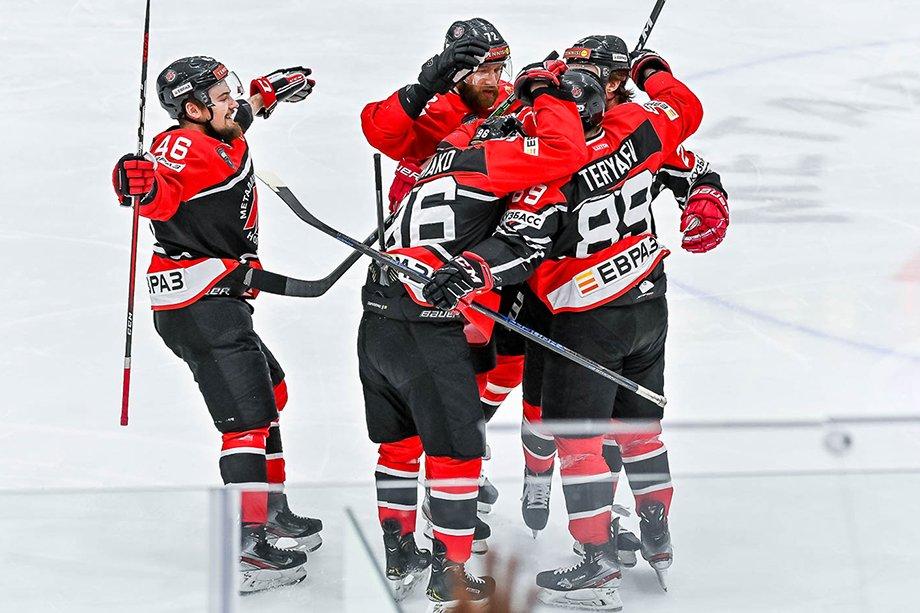 «Металлург» стал серебряным призёром ВХЛ, итоги сезона для «Кузни», что сейчас с новокузнецким «Металлургом»