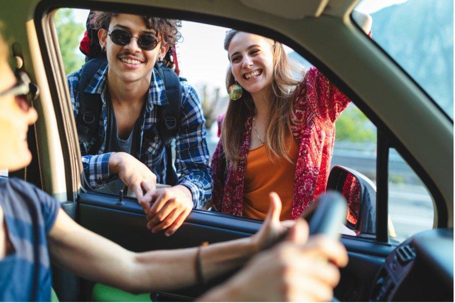 Плюсы путешествия автостопом: как передвигаться по миру без денег и искать новых друзей