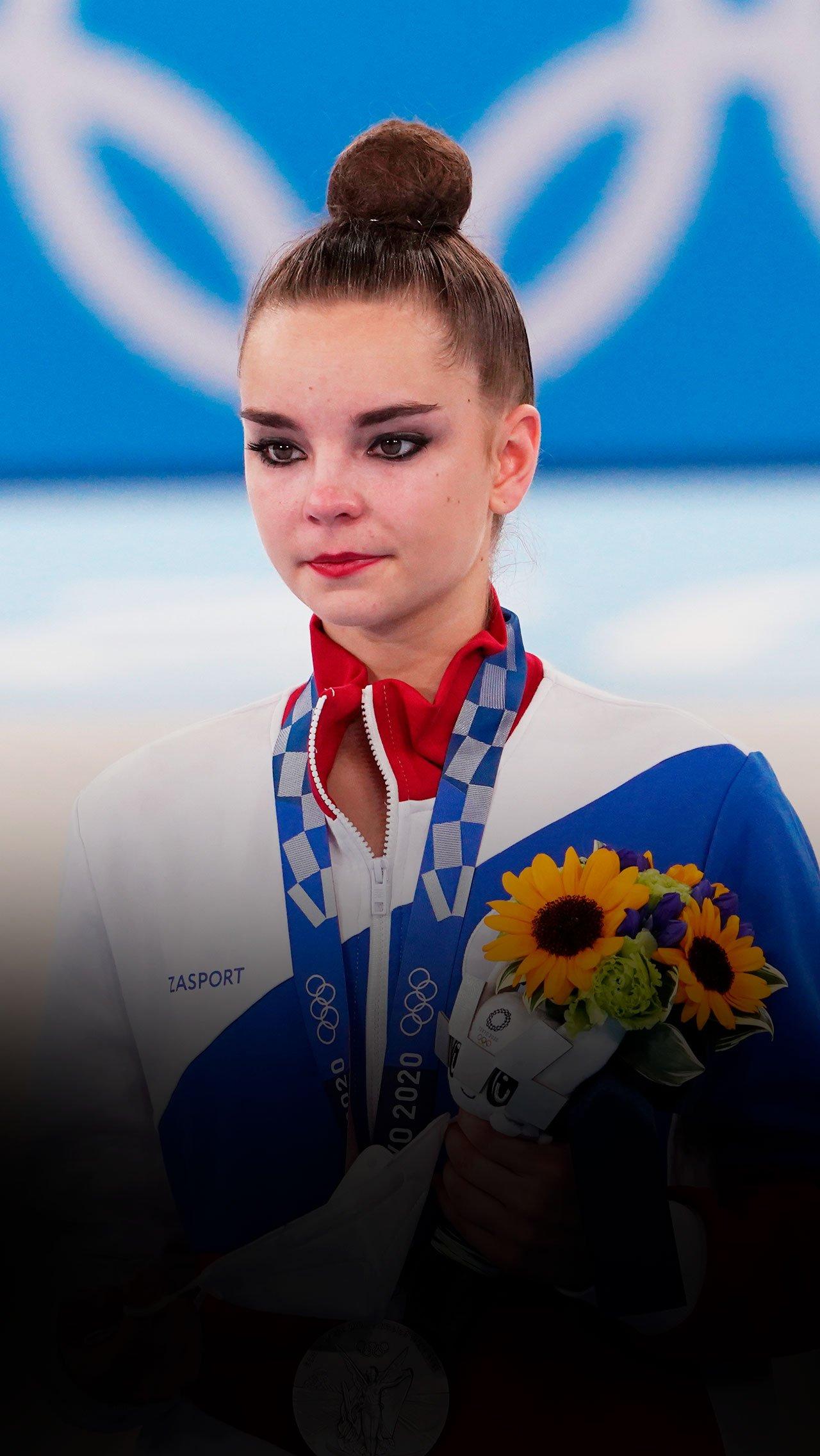 Россиянки впервые за 25 лет проиграли золото в художественной гимнастике
