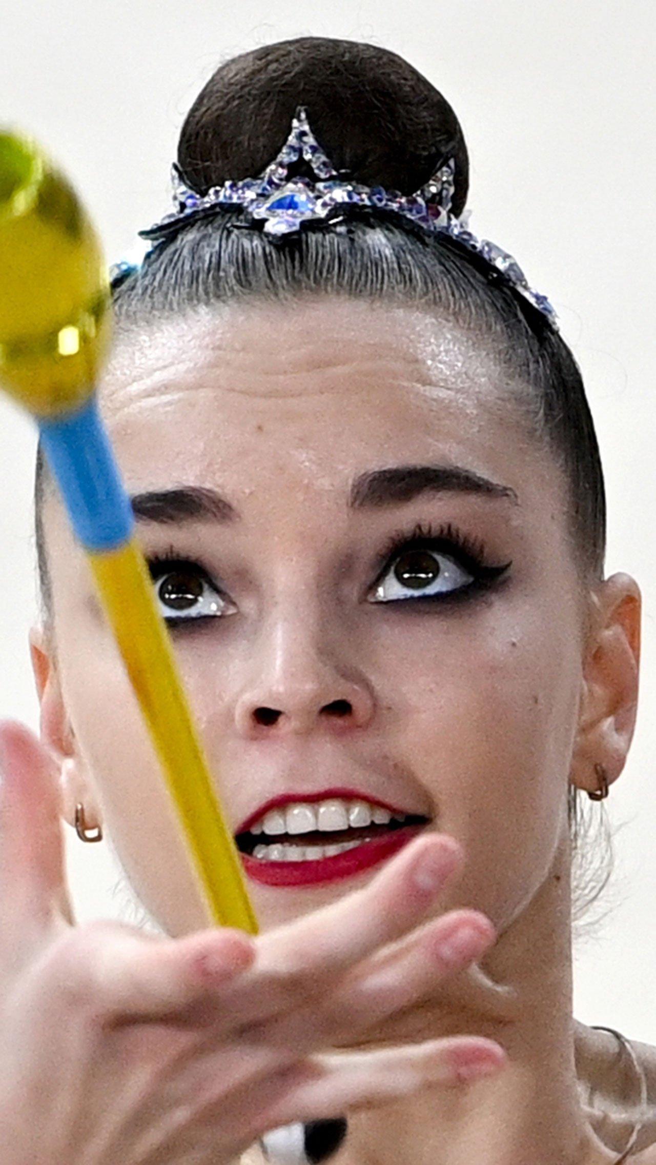 В сумме Дина получила космические 111,65 балла. Лала Крамаренко стала второй с отставанием в 6,9 балла. Бронза — у словенки российского происхождения Екатерины Веденеевой с 93,3 балла.