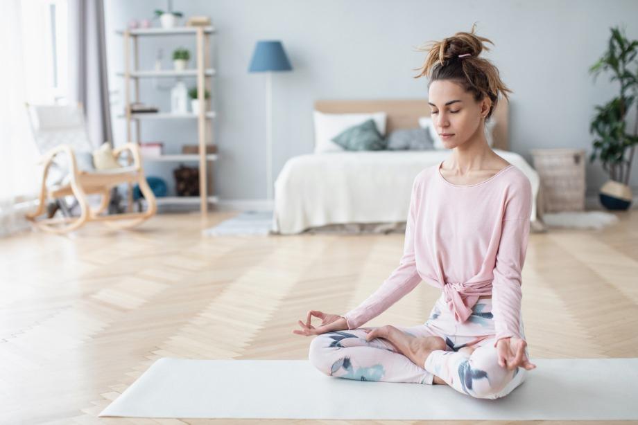 Как перестать накручивать себя, избавиться от негативных и угнетающих мыслей и очистить сознание, рекомендации психолога