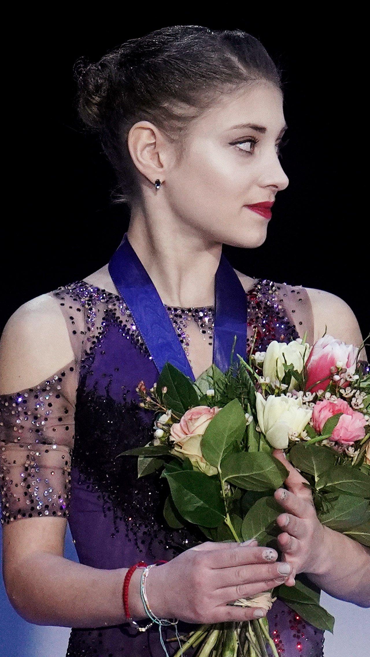 Ещё раньше из академии Плющенко в «Хрустальный» вернулась чемпионка Европы Алёна Косторная. В «ангелах» фигуристка заметно сдала и не попала на чемпионат мира.