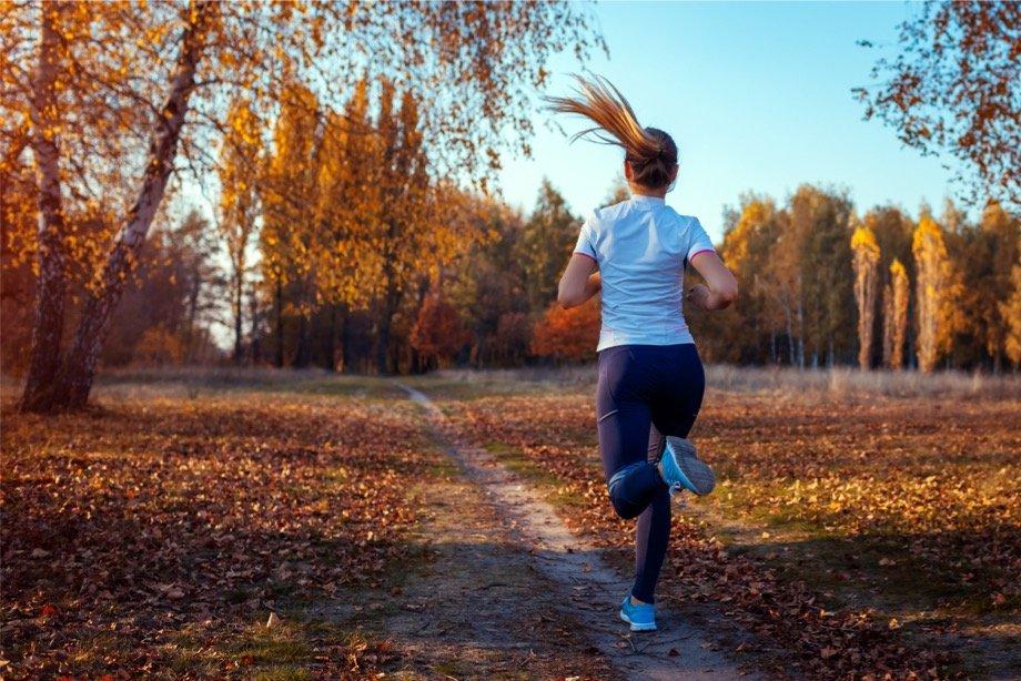 Как и в чём бегать осенью на улице, чтобы не заболеть, кроссовки и одежда для осеннего бега в дождь