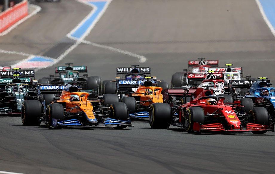 Риккардо и Леклер на старте Гран-при Франции