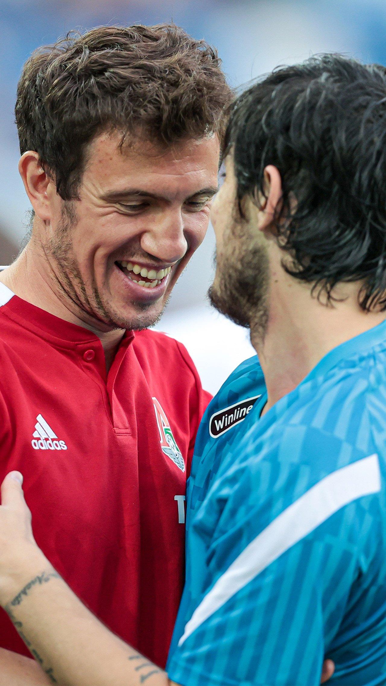 Объятия бывших партнёров по «Ростову»: Азмуна и Ротенберга. Когда-то из-за них трещала Лига чемпионов.