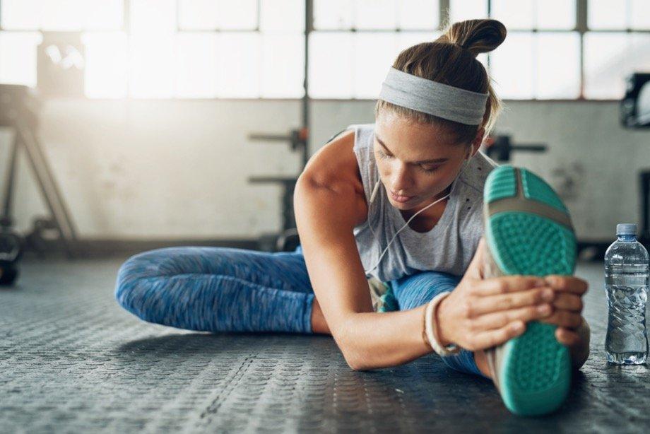 Можно ли тренироваться перед сном, лучшее время для тренировок вечером, плюсы и минусы