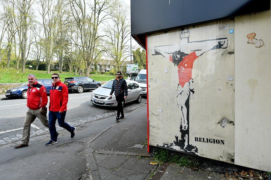 От его работ фанатеет Рамос. Как уличный художник Бэнкси связан с футболом