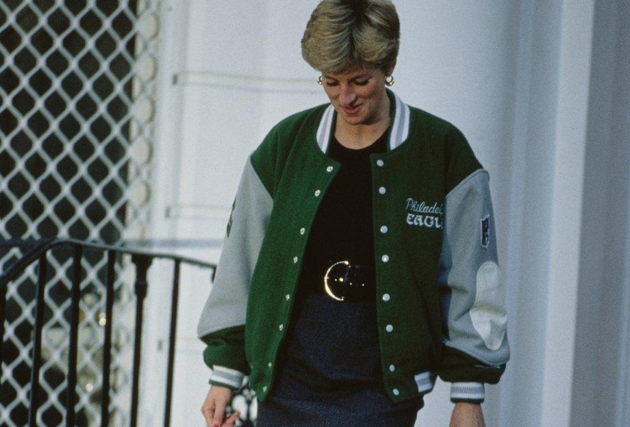 Что такое бомбер и как его носить: американская куртка с нашивками, которую надевали Диана, Джексон и Дрейк
