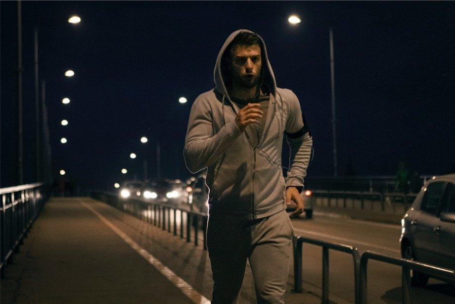 В чём польза ночного бега: как бегать в темноте, советы бегуна