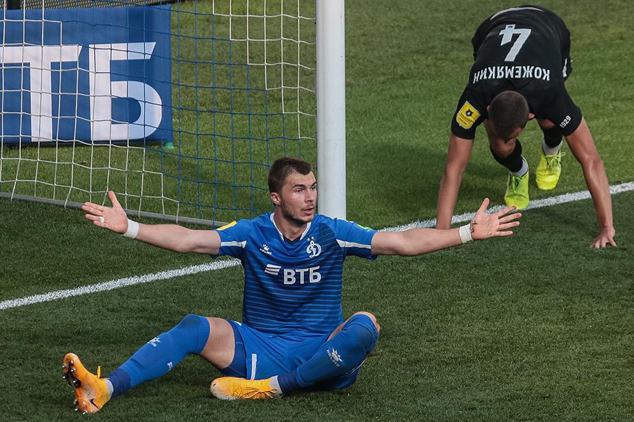 Кажется, Комличенко нужно уходить из «Динамо». Карьера форварда сборной России угасает