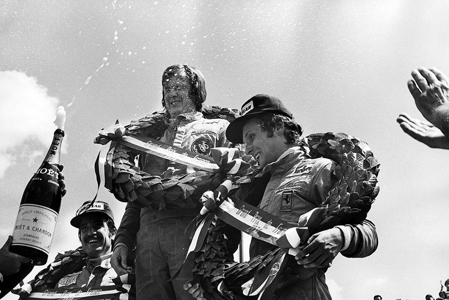 Ронни Петерсон и Ники Лауда на подиуме Гран-при Франции-1974