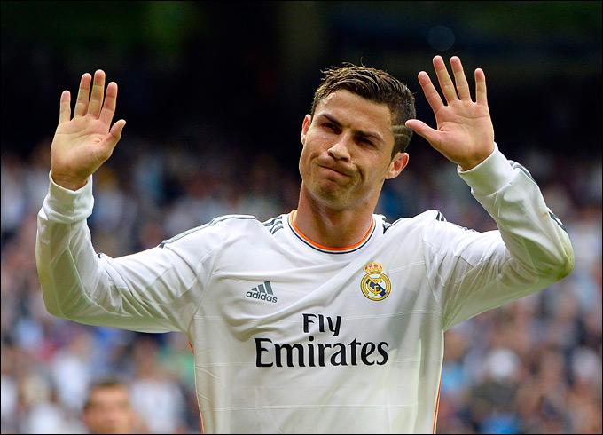 """Криштиану Роналду внёс свой вклад в победу """"Реала"""" над """"Малагой"""", забив гол с пенальти в добавленное время."""