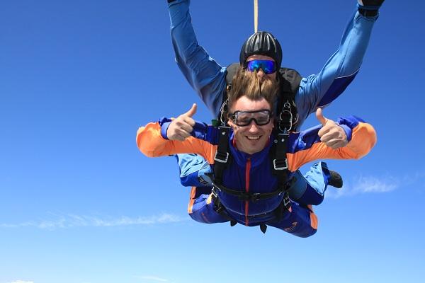 Булыкин рассказал о первом опыте прыжков с парашютом