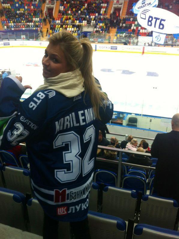 Мария Кириленко на хоккейном матче