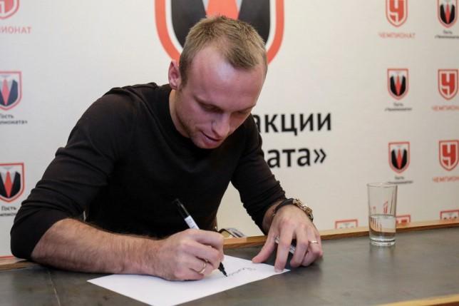 Глушаков пригласил бы в «Спартак» Шишкина и Смолова