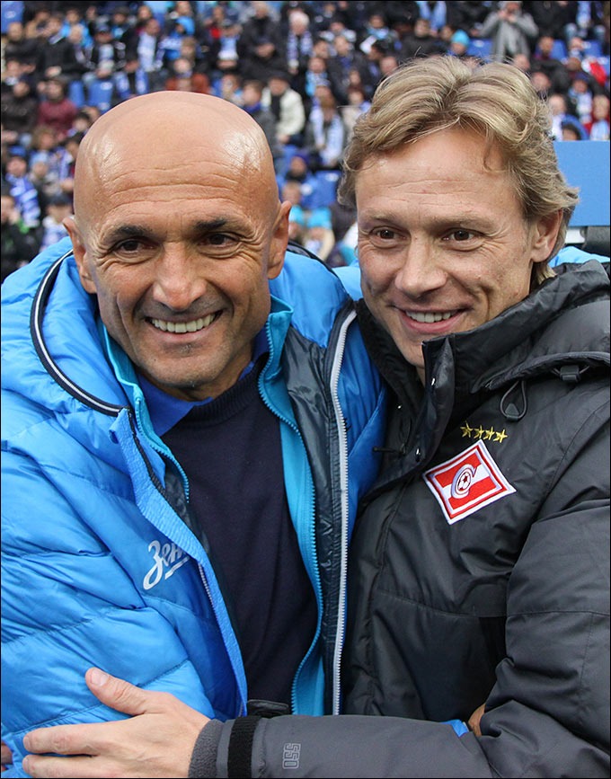 Тренеры команды Лучано Спаллетти (слева) и Валерий Карпин приветствуют друг друга