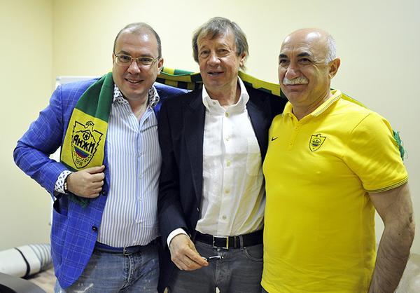 «Анжи» объявил о назначении Сёмина на пост главного тренера
