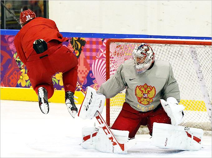 Сборная России отрабатывает игровые упражнения