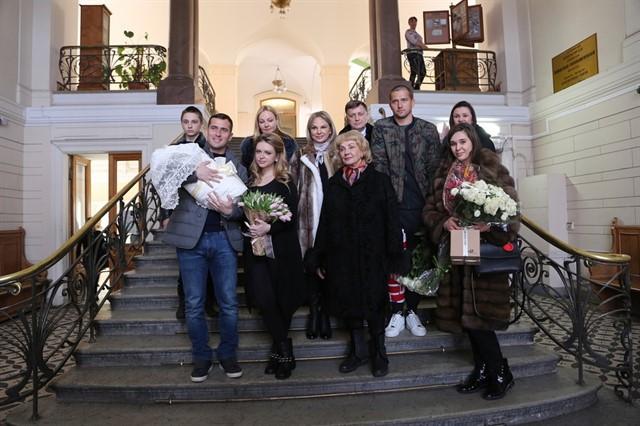 Александр Кержаков забрал жену изроддома ирассекретил имя сына