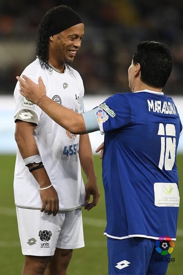 Команда Роналдиньо обыграла команду Марадоны в благотворительном матче