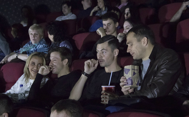 Футболисты «Рубина» посетили предпремьерный показ фильма «Коробка»