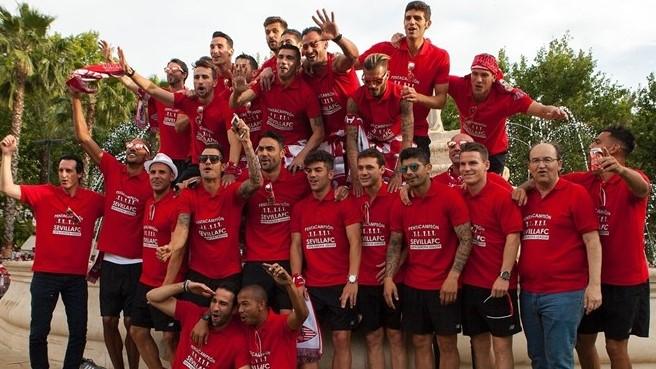 «Севилья» отпраздновала победу в Лиге Европы вместе с болельщиками