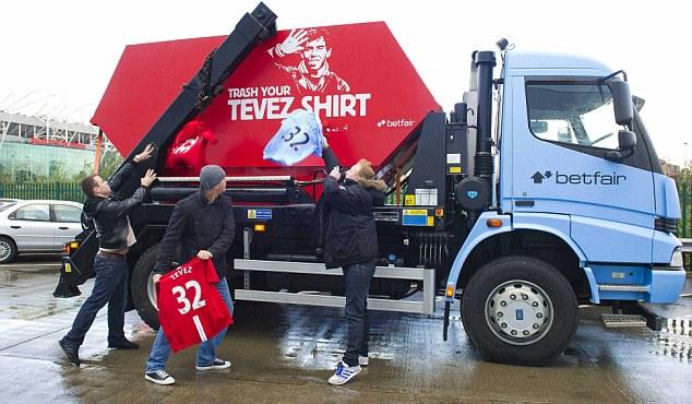 """Фанаты """"Манчестер Юнайтед"""" и """"Манчестер Сити"""" проведут акцию, посвященную Тевесу"""