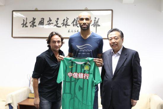 Кануте подписал контракт с китайским клубом