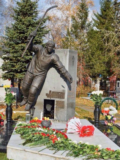 Памятник Алексею Черепанову в Омске