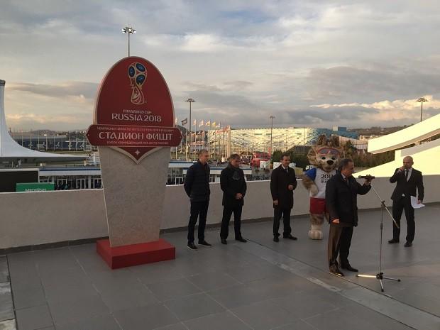 Настадионе «Фишт» открыли стелу вчесть футбольногоЧМ
