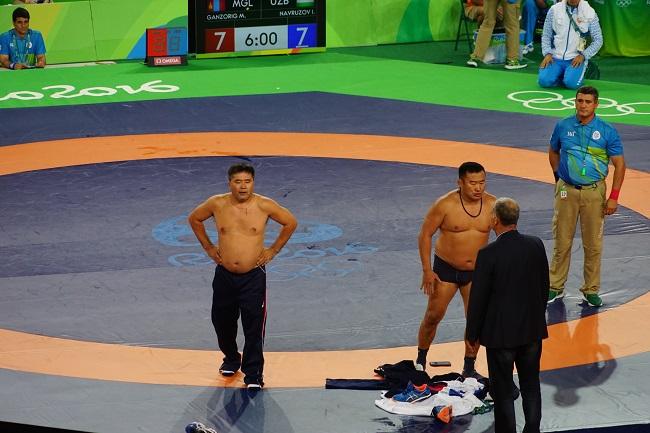 Монгольские тренеры устроили голый протест вРио