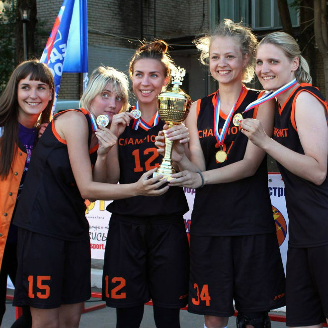 Женская команда «Чемпионат.com» выиграла турнир по стритболу в Химках