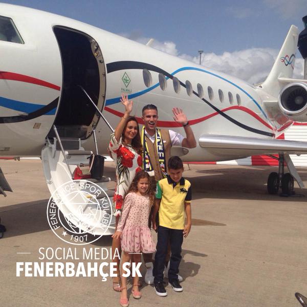 Ван Перси прилетел в Стамбул для подписания контракта с «Фенербахче»
