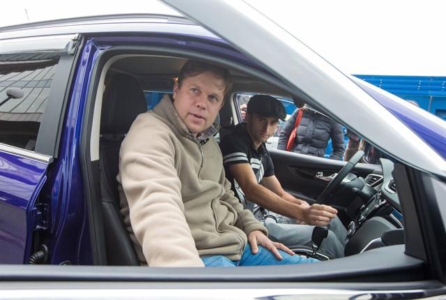 Маурисио надень стал таксистом