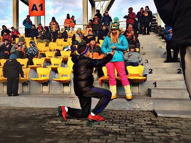 В перерыве матча «Урал» — «Зенит» болельщик сделал предложение своей девушке