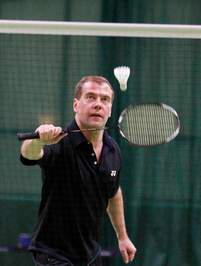 https://img.championat.com/i/news/78/38/967838_b_dmitrij-medvedev-igraet-v-badminton_1319439224.jpg