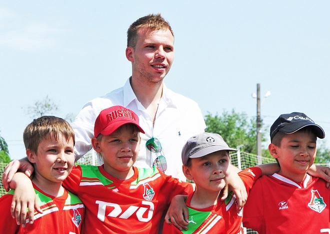 Роман Шишкин получил медаль за развитие детского и юношеского футбола
