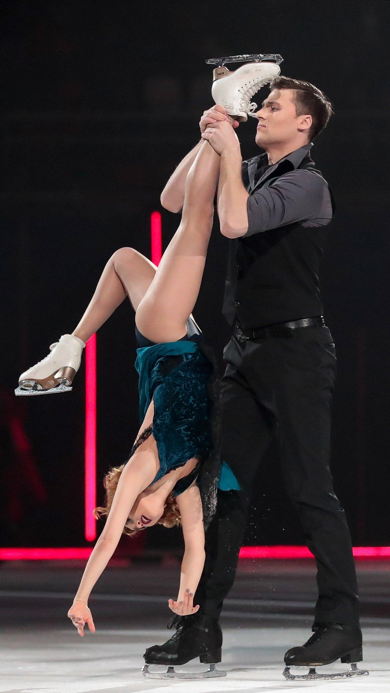 Популярность фигуристу принесло участие в «Ледниковом периоде» в паре с актрисой Ольгой Кузьминой.